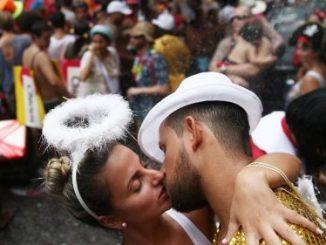巴西街头男女情侣接吻 除了足球和奥运吐槽,盘点巴西的十大世界之最7