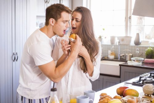 Cupboard-Lover:有所企图而假装爱的人