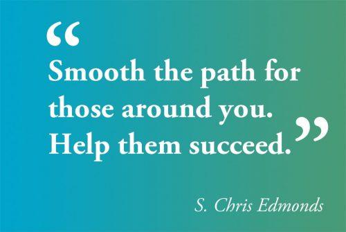 英语名言:为你周围的人铺平道路,帮助他们成功。