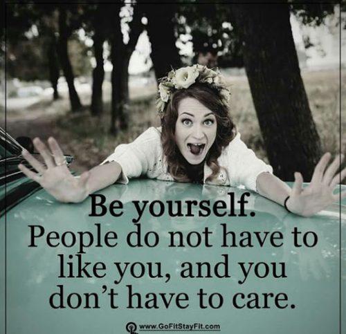 英语名言:做自己。人们并不非得喜欢你,你也并不非得在乎。