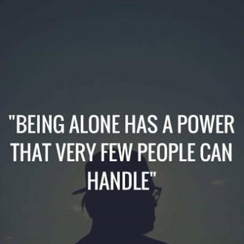 英语名言:独处有一种只有少数人才能掌控的力量。