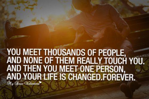 英语名言:你见过无数的人,却都是擦肩而过,直到遇见那个人,你的一生由此永远改变。