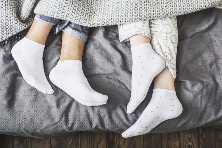 读者文摘 | 为什么你应该穿着袜子睡觉?