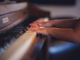 双语阅读 | 科学研究发现孩子学乐器能大大提升语言能力 Scientists just discovered an amazing benefit to giving kids music lessons