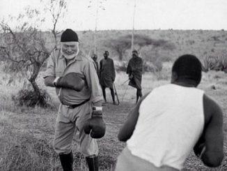 浮光掠影 | 在非洲肯尼亚与黑人一起玩拳击的海明威