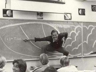 浮光掠影 | 1970年,一位加利福尼亚州老师在课堂上教授冲浪物理原理