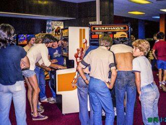 浮光掠影 | 1980年在游戏机室玩电子游戏的孩子们