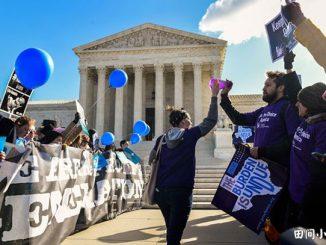 2016年,在联邦最高法院审理得克萨斯州(Texas)堕胎法是否合法一案时,堕胎辩论双方的示威者在法院外举行示威。