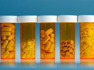 英语热词   11个城市试点药品集中采购和使用,减轻药费负担