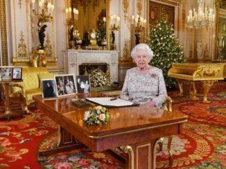 黄金钢琴抢了英国女王2018年圣诞致辞的戏