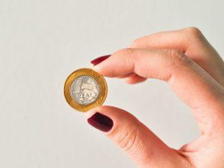 熟词僻义 | wage 是一种什么动作?