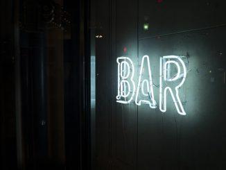 熟词僻义 | bar 是一个什么介词?